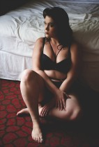 MsLindsayM, body positive blogger and curvy lingerie influencer working with Samantha of Crave Boudoir while wearing Curvy Kate, Ms Pomelo and AdditionElle.