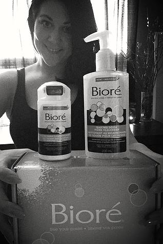 MsLindsayM, body positive beauty blogger, reviews Bioré Baking Soda.